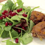 Süßkartoffelhackbällchen und Portulaksalat
